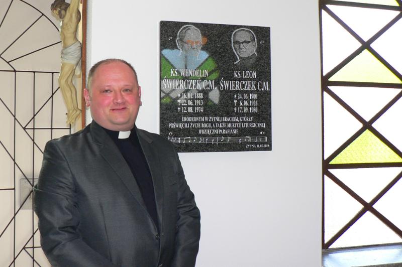 Odsłonięcie tablicy poświęconej braciom Wendelinowi i Leonowi Świerczkom